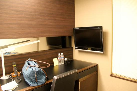 Hotel Brighton City Osaka Kitahama: Small TV with only local channels
