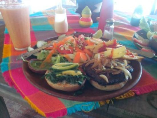 Luz del Sol: Hamburguesa de frijol con jalapeño