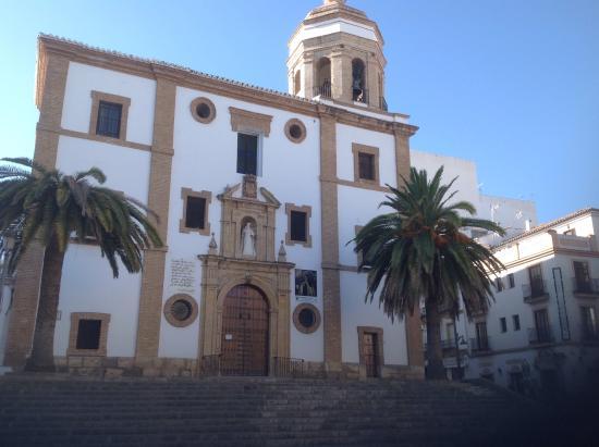 Royal Hotel Ronda : Church next to Hotel Royal