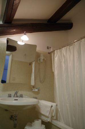 Hotel La Meridiana: Bad mit Badewanne