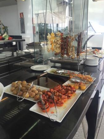 Foto de sea grill marbella gazpacho and accompaniments - Sea grill marbella ...