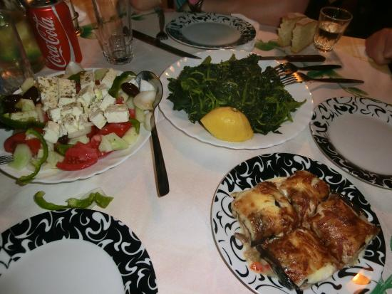 Taverna Psalidas: Aubergines with bacon and cheese, vlita and greek salad (starters)