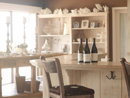 Paraiso Vineyards by Smith Family Wines: Tasting Room