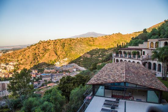 Luxury Residence Taormina: Вид на Этну