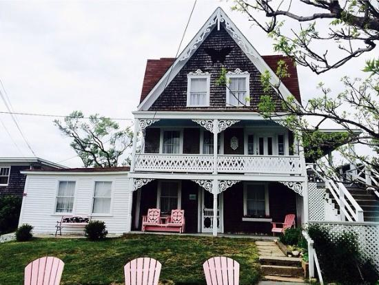 The Gothic Inn: In love with the pink adirondack chairs!!