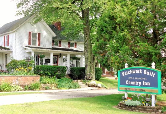 Patchwork Quilt Inn: Outside