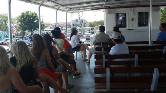 Hy-Line Cruises - Hyannisport Harbor Cruises: This Boat tour was our perfect ending to our Vacation only 1hr a lit of point of interest and gr