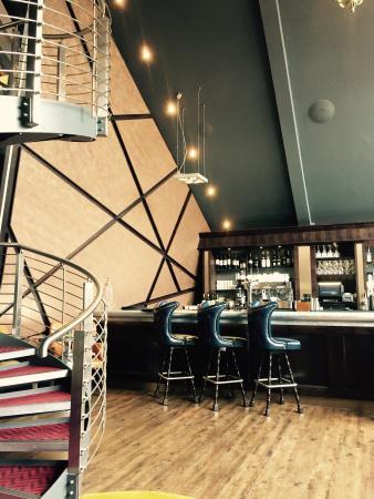 1539 Restaurant & Bar: Stylish bar area