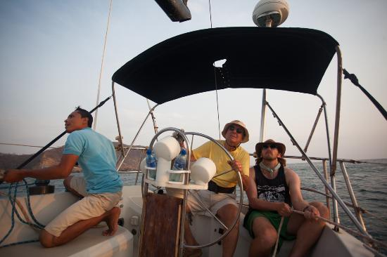Exploradores Marinos day tours: I get a go at doing a little sailing myself, too much fun.