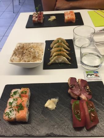 b.sushi: photo0.jpg
