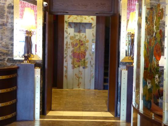 Hotel Residence Le Montbrillant: Elevator door