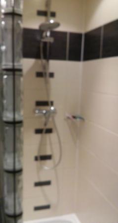 Hotel Carre Vieux Port Marseille: shower