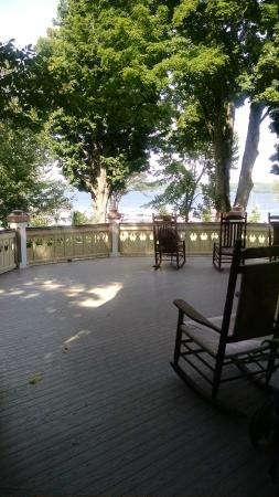 Athenaeum Hotel: View from the magnificent porch looking onto lake