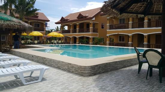 Slam's Garden Resort: Pool view with Delux rooms