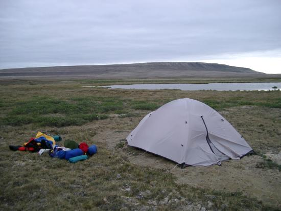Cambridge Bay, Canadá: Camp near the base- just camp anywhere!