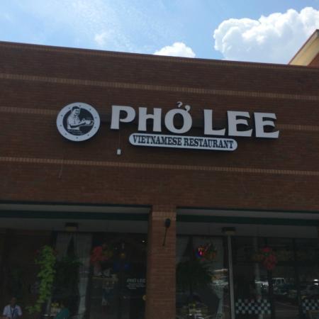 ออเบิร์น, อลาบาม่า: Pho Lee is easy to spot.