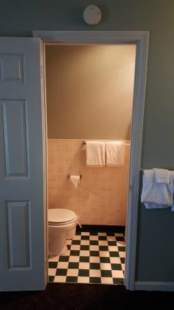 Overton Motel: Bathroom