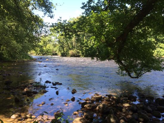 Sycamore Shoals State Park: River trail