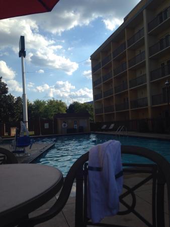 Stadium Inn: Pool area!!