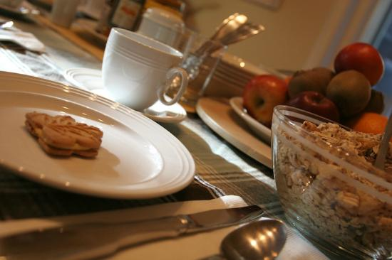 Acacias Bed & Breakfast : Breakfast is important for us, as well the table-decoration