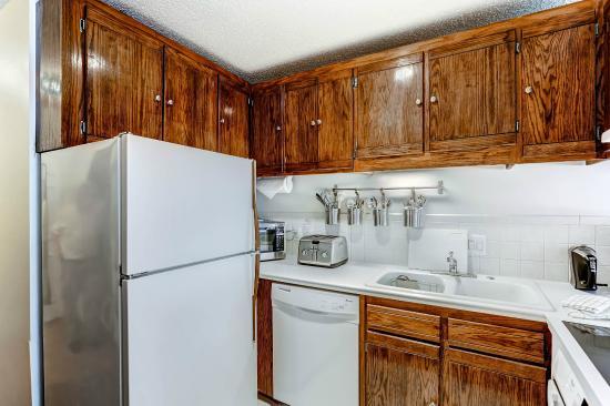 Vail Run Resort: Studio Kitchen Example
