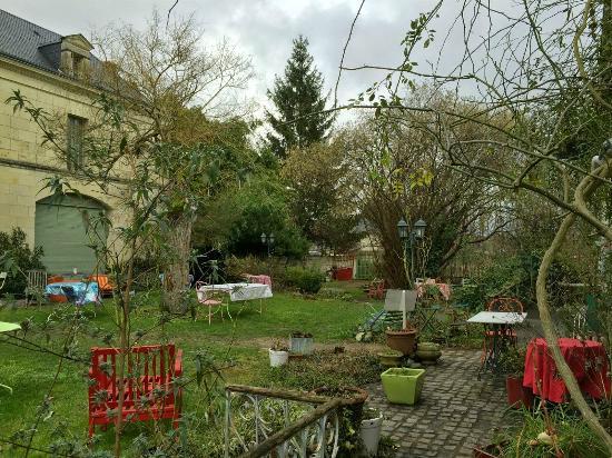 Dans un jardin beaumont en veron 9 for Restaurant dans un jardin