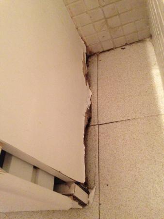 Hotel Apartmentos Priorat: salete et vetusté
