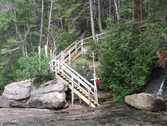 Sir Richards Squires Memorial Provincial Park: The trail to Big Falls