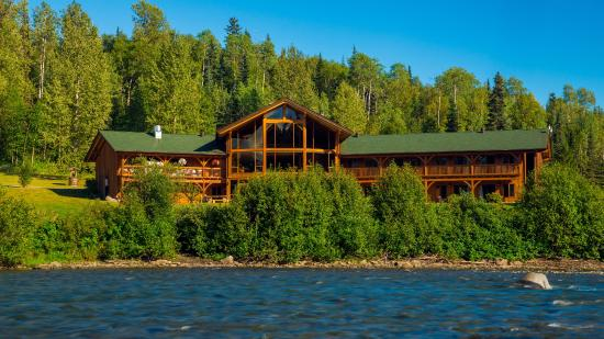 Kispiox, Canada: Looking at the lodge across the river