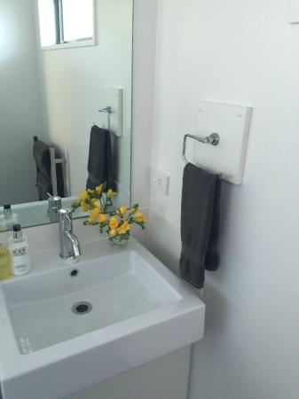 Airport Delta Motel: Studio bathroom
