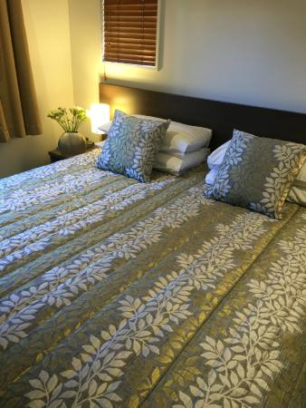 Airport Delta Motel: 2 bedroom apartment with super-king bed