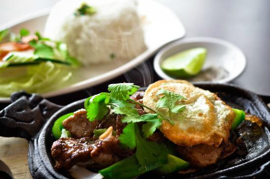 PHO Noodle & Kaboodle: Sizzling Cube Steak w. Egg