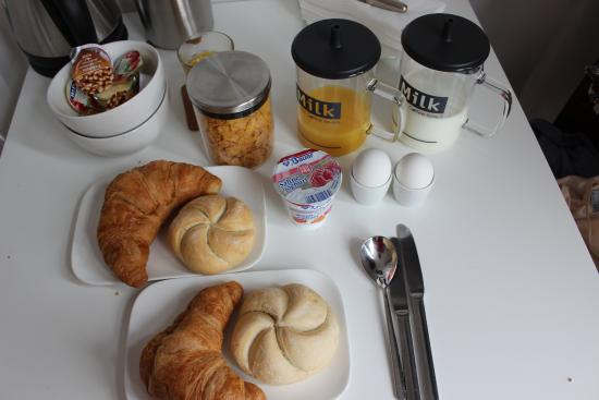 Velvet Amsterdam Bed and Breakfast: Breakfast