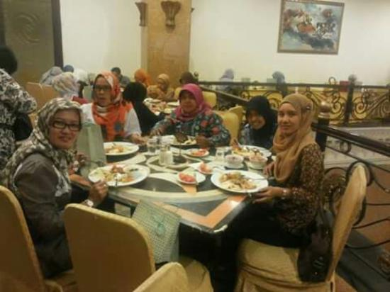 The Grand Palace Hotel Malang : Makan bareng