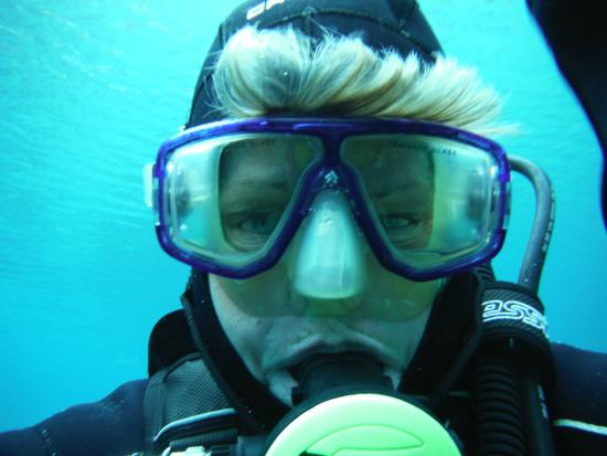 St Martin Chalets: Scuba diving in the Grunersee 43 degrees F