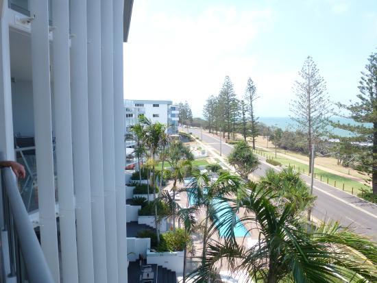C Bargara Resort: View from balcony overlooking pool & ocean