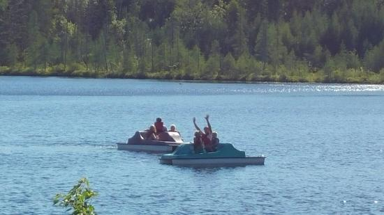 Mountain Lake Campground and RV Park: Enjoying the paddle boats on Father's Day!