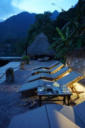 Laguna Lodge Eco-Resort & Nature Reserve: Lounge chairs line the deck