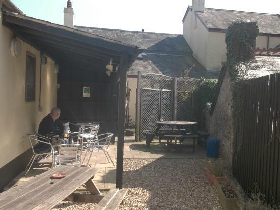 Axminster Inn: rear courtyard