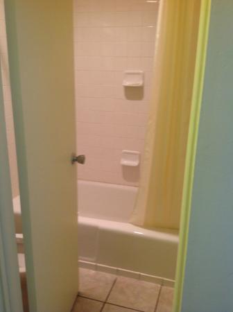 Main Street Lodge and Suites: No room to open the door when inside the bathroom... crazy