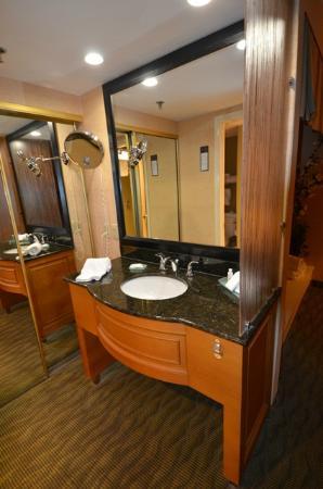 BEST WESTERN PLUS Las Brisas Hotel: Le coin lavabo séparé