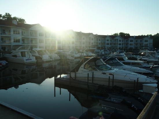 Marina Grand Resort: Hotel and harbor view