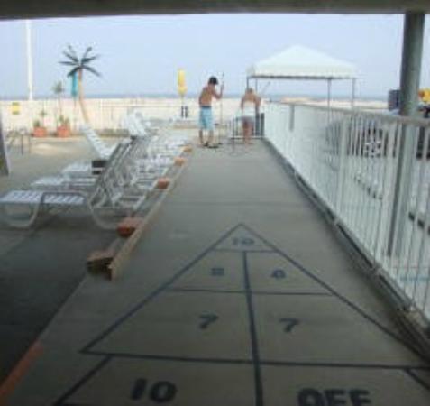 Conca D'or Motel: Shuffleboard Court