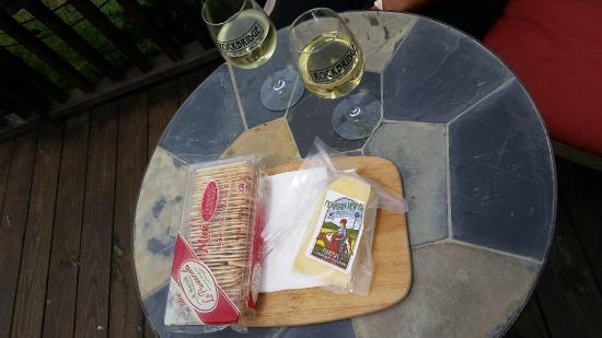 Raphine, VA: Our delicious cheese and wine