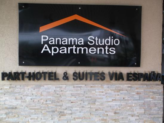 Panama Studio Apartments: front of hotel