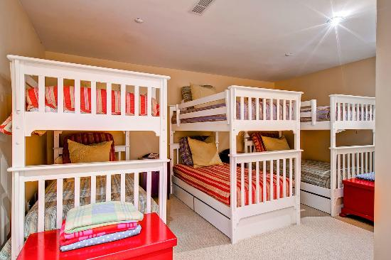 Meadows Townhomes : Bedroom