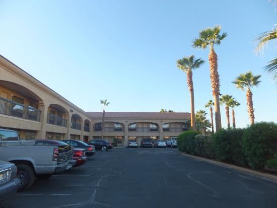 Clarion Inn駐車場