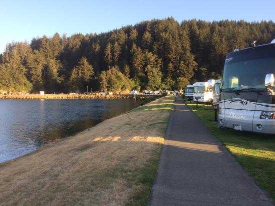 Winchester Bay RV Resort: On the bay side less wind