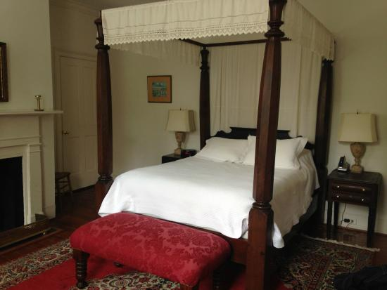 21 East Battery Bed and Breakfast: quarters bedroom