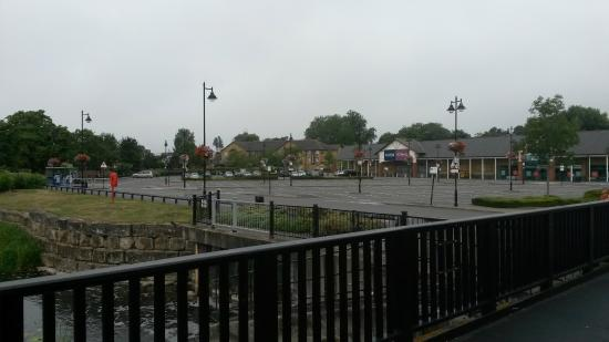 Travelodge Staines: Staines Travelodge (center) from retail park early morning